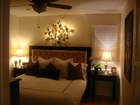 Best decoration for any small master bedroom home sweet for Warm colors for small bedrooms