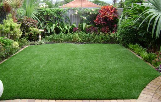 choosing synthetic grass